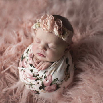 Baby photographer Leah Laurie (LLPhoto). Photo of 19 October
